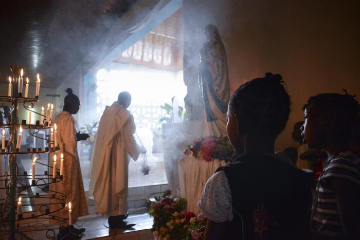 Centrafrica, attacco con granate in chiesa