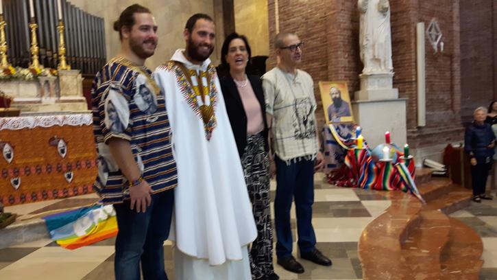 P. Mario nella prima messa insieme alla sua gente