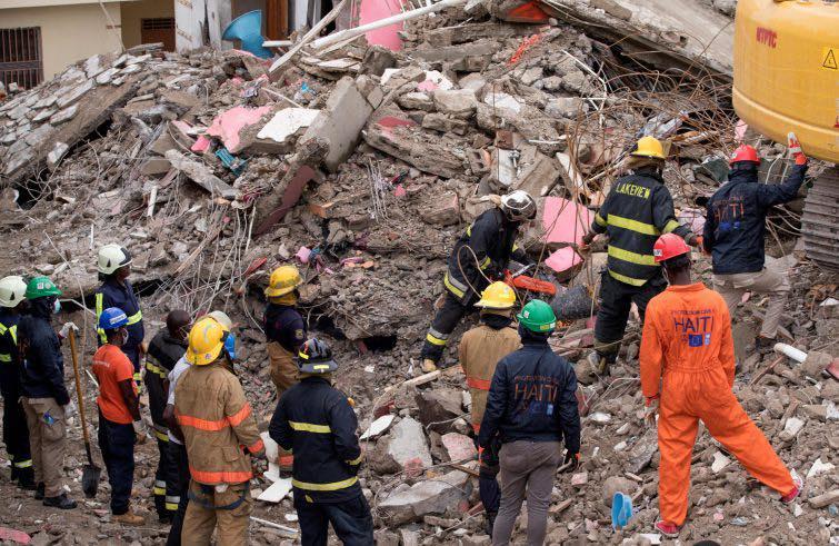 La CEI: domenica 22 agosto, preghiera per la pace in Afghanistan e per le vittime del terremoto di Haiti